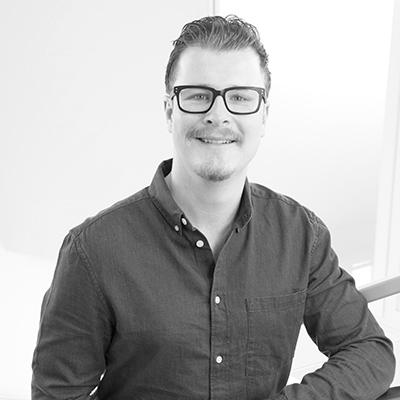 Bild på Andreas Hansson i svartvitt