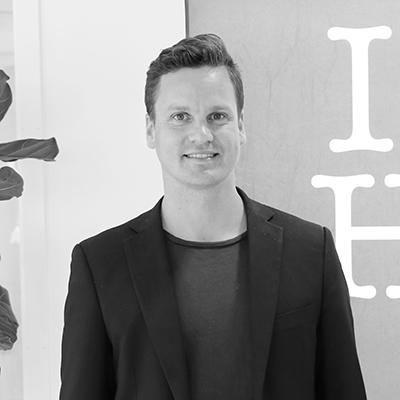 Bild på Jonas Wallén i svartvitt